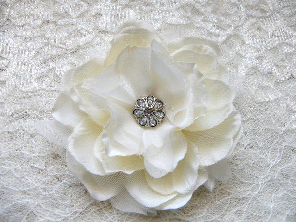 Aurora Champagne Ivory Small Peony with Faux Diamond Center