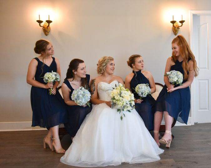 bride bridesmaids on couch 51 1018098 157819366051575