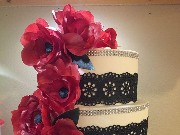 Tmx 1538485634 84c61f1547dd7260 1538485632 3bdc802fffe4aafd 1538485627674 4 1879DC3D 5216 4775 Fort Collins, Colorado wedding cake