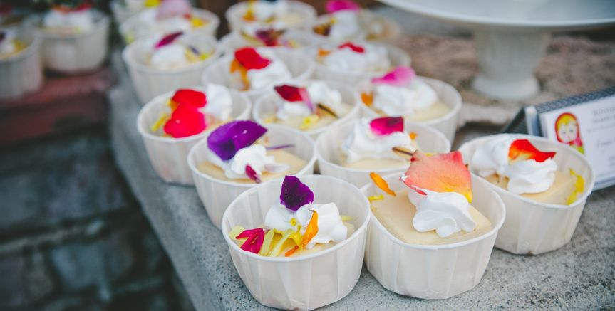 cheesecakes with edible flowers
