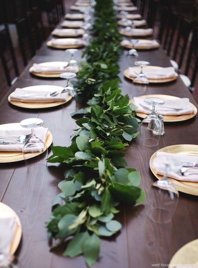 Long table vine decoration