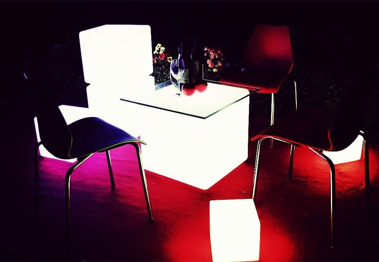 Cube lit accent and seating