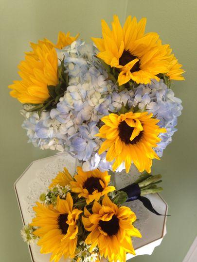 Sunflower/hydrangea bouquets