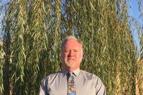 Officiant Steve Isenman
