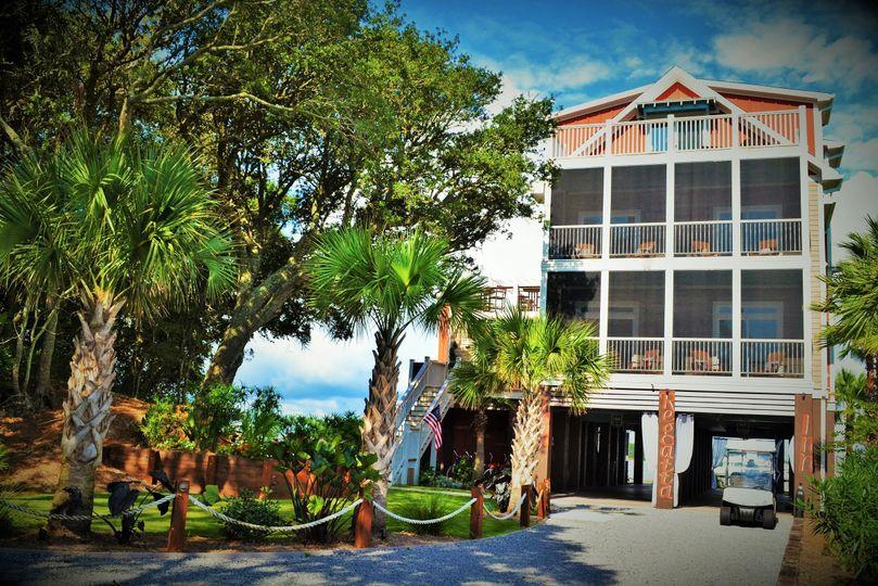 External shot of Regatta Inn