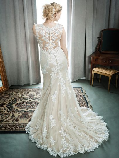 Lace dress with trail