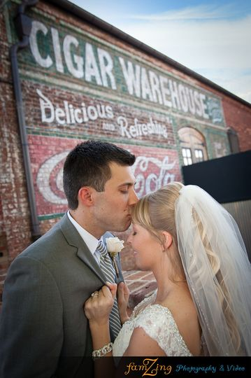 800x800 1427640182839 oldcigarwarehouseweddingphotographygreenvillescpho