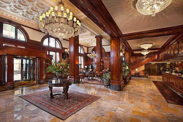 lobbyfront desk 1621605x402