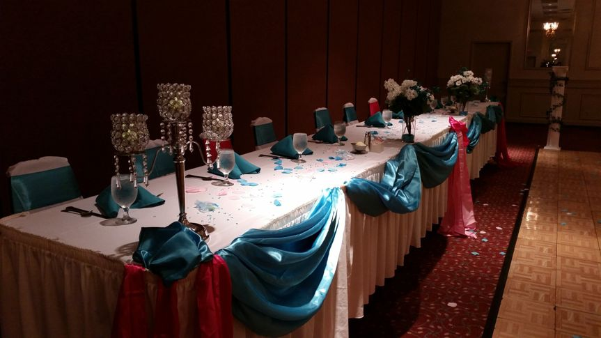A gorgeous shot of the head table.