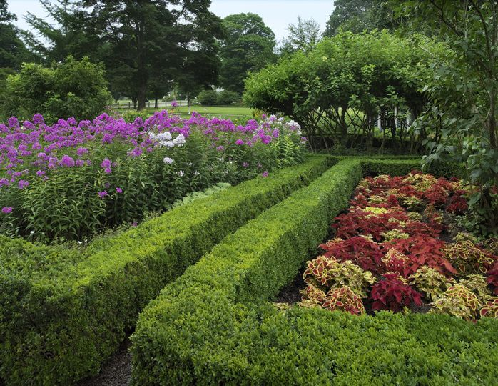 Roseland Cottage Gardens and Carriage House Garden