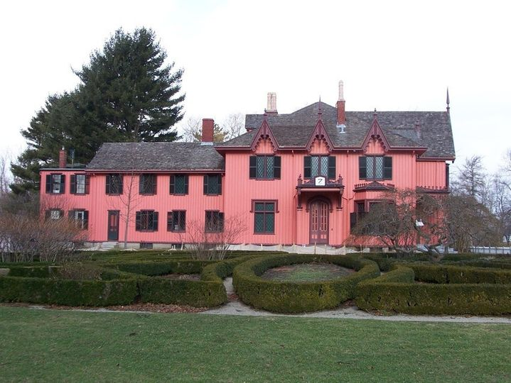 Exterior view of  Roseland Cottage Gardens and Carriage House