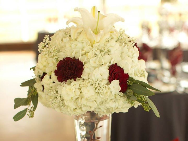 Tmx Flowers And Vase Centerpieces 51 3598 160622802075599 Hockley, TX wedding venue