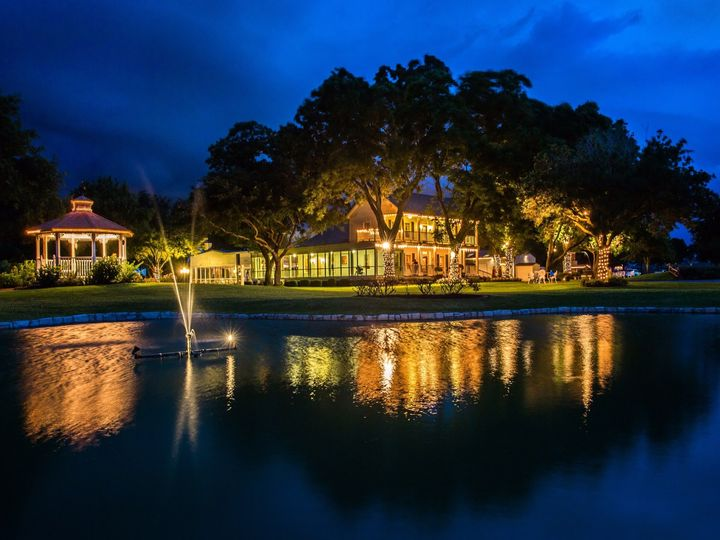 Tmx House Estate At Night Overlooking The Pond With Thousands Of Lights 51 3598 158268334238018 Hockley, TX wedding venue