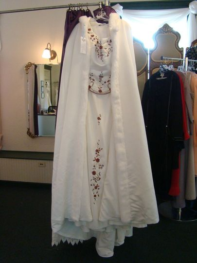 Looking for the perfect winter wedding gown? Look no further!