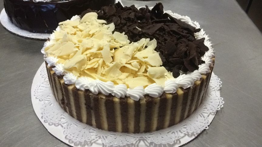 sponge cake, chocolate cake, white chocolate mousse, chocolate mousse..... this is a very elegant...