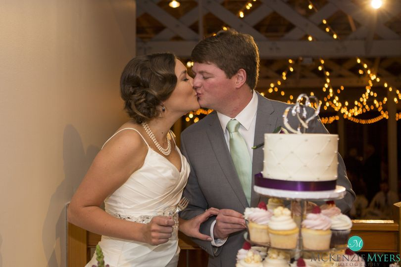 Kissing by the cake