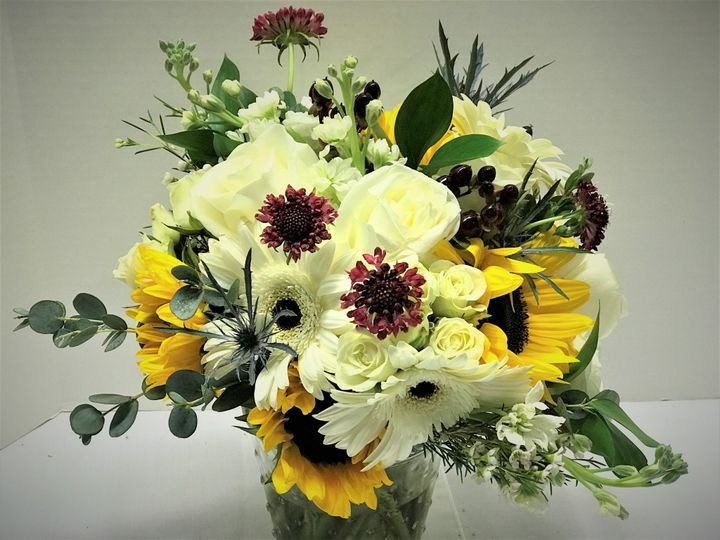 Tmx 5sunflower And Red 10 19 51 939598 1572379707 Englewood, CO wedding florist