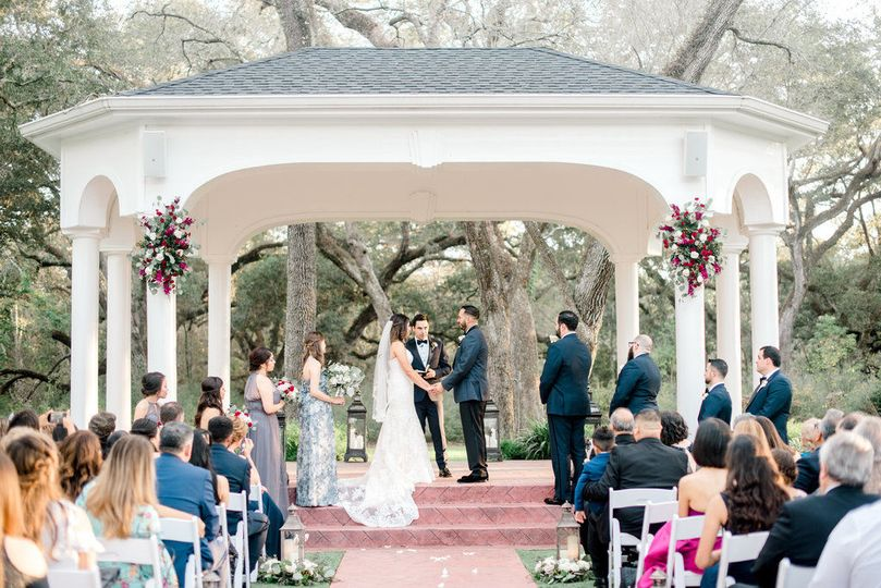 Outdoor wedding ceremony at Magnolia Manor