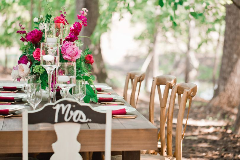 chapelinthewoodspinkgreencountryrusticweddingtable