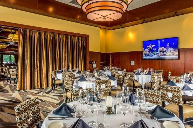 ee2d39d8acd853b1 1470953368667 oyster room