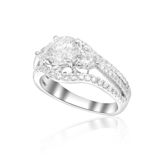 18K White Gold Diamond Engagement Ring Center Round Diamond Weight : 1.01ct. Color : F Clarity : SI2...