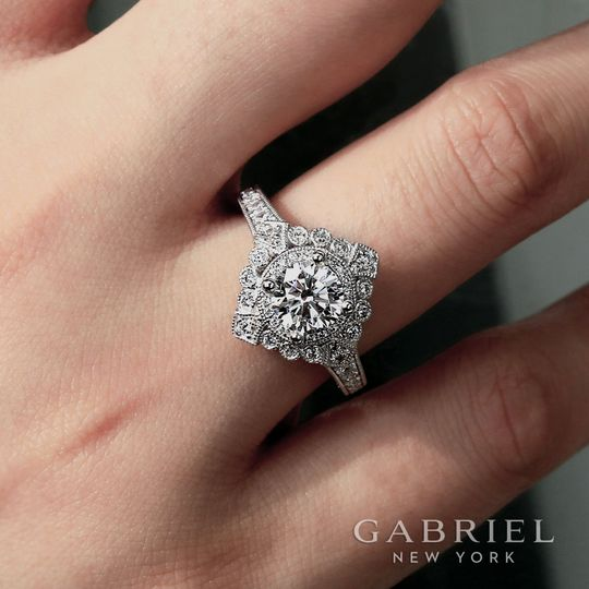 Vintage Style Ring by Gabriel