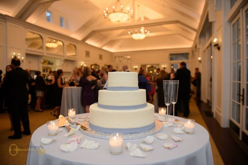 Potomac Shores Golf Club | Ray's Photography | Cake By: Happy Eatery