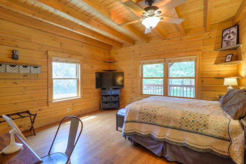 Cabin bedroom 3