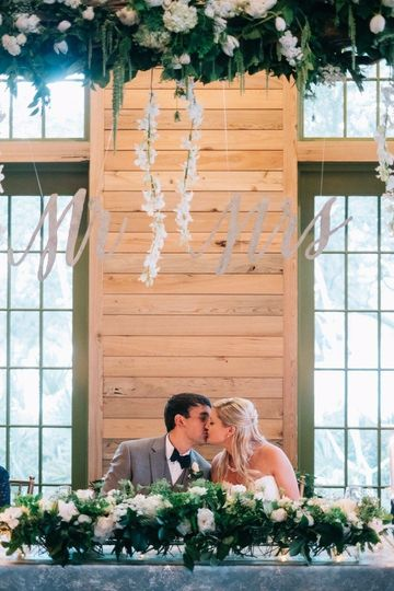 800x800 1474474579530 bg kiss at head table
