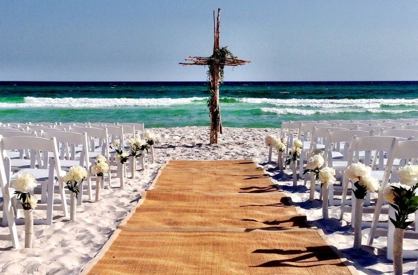 800x800 1474479879472 ceremony on beach horizontal