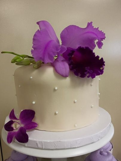 6in fondant cut cake with fresh flowers on top $60