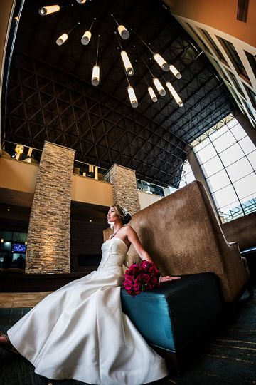 Bride at the lobby | Photography: Dragon Photo Studio http://dragonphotostudio.com/