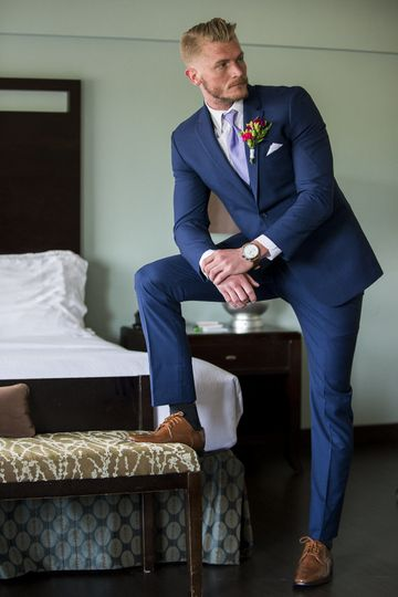 Groom posing | Photography: Nicholas Woolsey Photography www.nicholaswoolseyphoto.comVenue: Holiday...