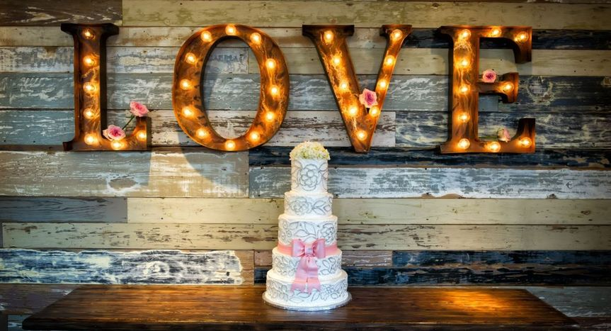 Sample wedding cake set-up