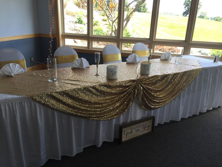 Head table in gold decor