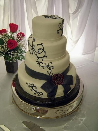 800x800 1326160756989 blackrose3weddingcakers11