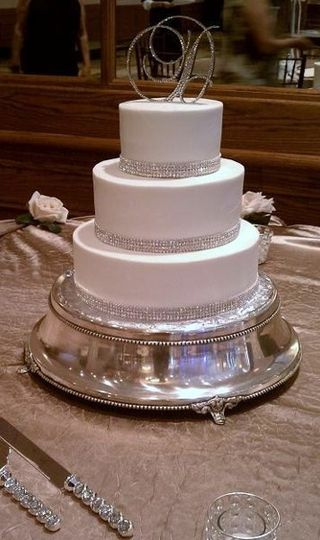 800x800 1326161020552 crystalweddingcakers11