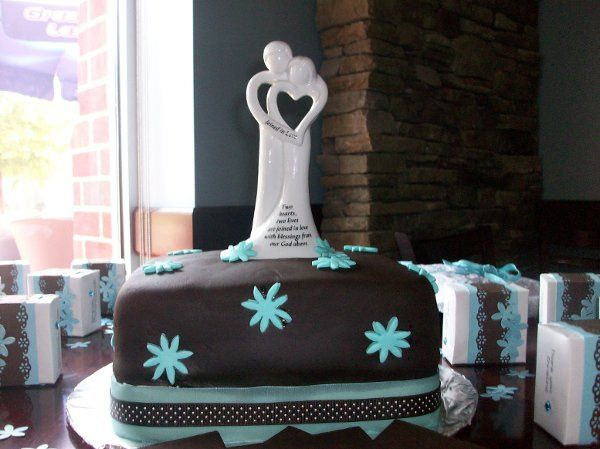 Bridal shower cakes with a special touch.