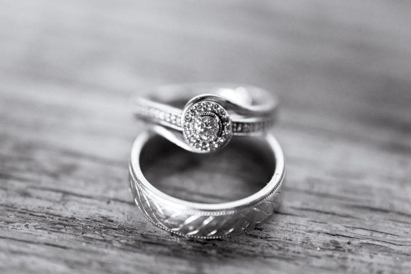 Black-and-white ring shot