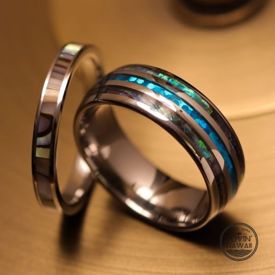 Couple and wedding ring set
