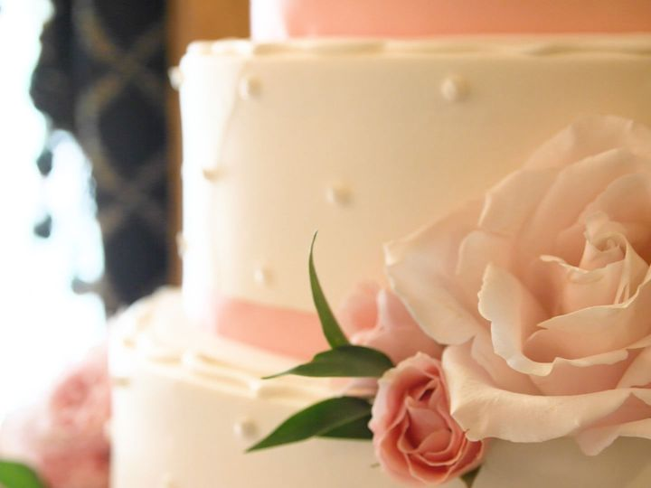 Tmx 1515956242 0e126fb687ad19ae 1515956241 F7b5200b48f5bd20 1515956237266 2 Cake Clifton Park, NY wedding videography