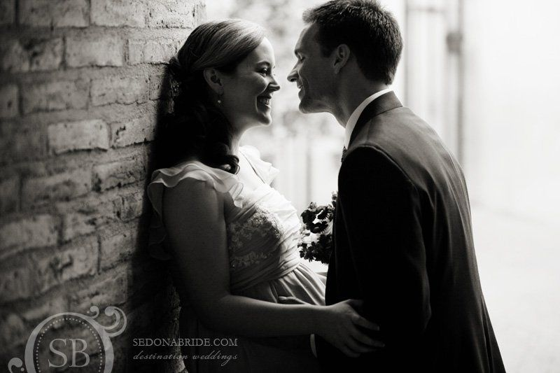 Sedona wedding photos at Tlaquepaque. By Andrew Mejia at Sedona Bride Photographers