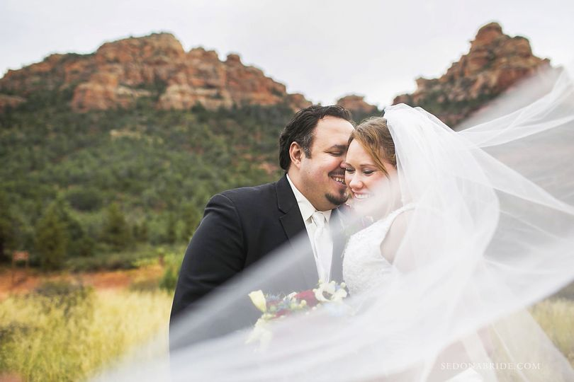 Sedona wedding photos by Sedona Bride Photographers
