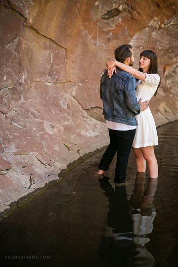 Sedona engagement photos by Sedona Bride Photographers.