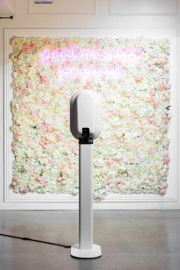 Flower wall + Neon