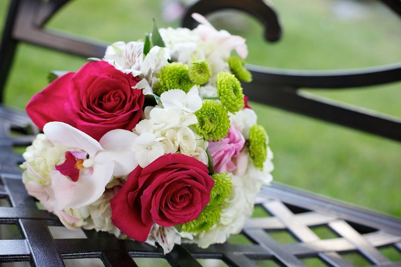 Simple white and pink bouquet