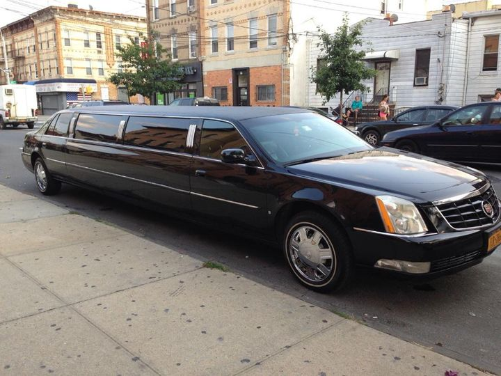 10 Passengers Cadillac DTS
