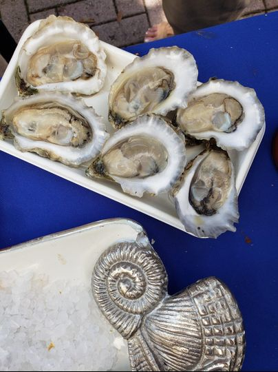 snack tray of shucked oysters 51 1872409 1568246755