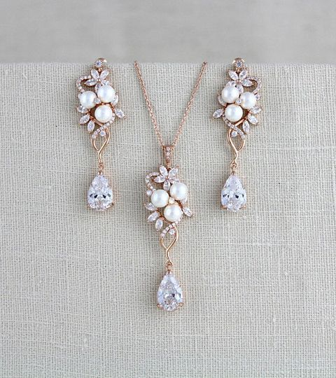 Necklace and earrings jewelry set