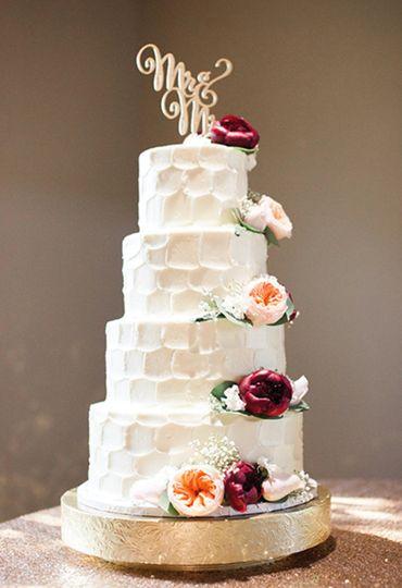sweet treets bakery wedding cake austin tx weddingwire. Black Bedroom Furniture Sets. Home Design Ideas